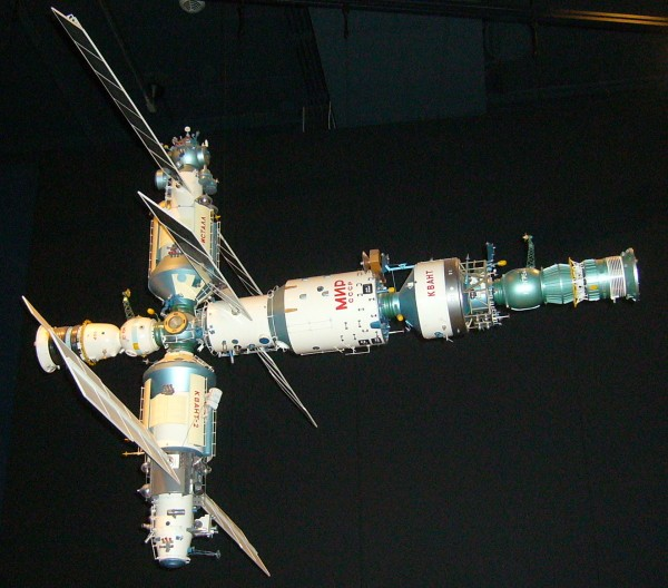 """Emission """"Une nuit dans l'espace"""" le 27 mars sur france 2  - Page 4 Mir_sp10"""