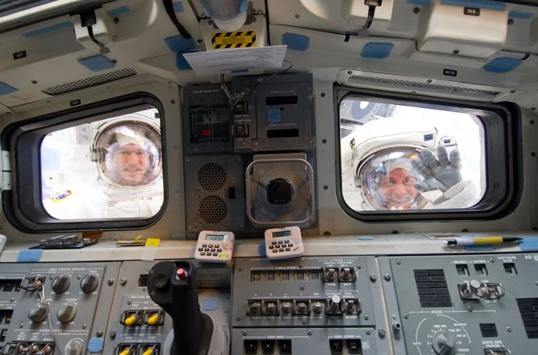 Le  programme navette – un hommage en images, mission par mission  Sts-1310