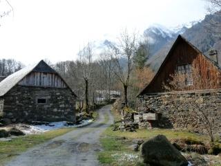 Dernières neiges d'hiver en vallée du Louron 07410