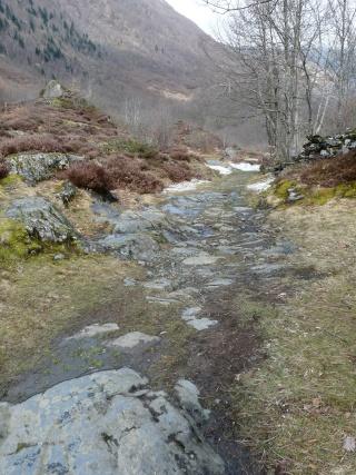 Dernières neiges d'hiver en vallée du Louron 07810