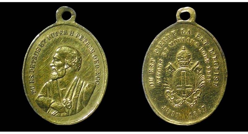 Très jolie médaille Saint Pierre - avec revers inversé 01310