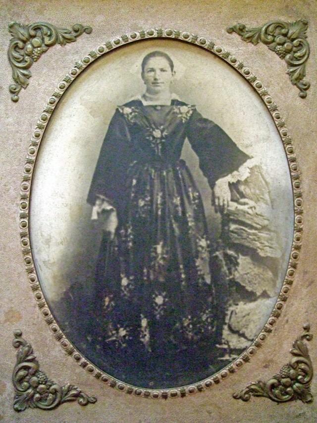 Recherche renseignements sur costume féminin d'Auray 1910 Dscf5015