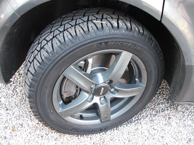 4 pneus 235/55R17 Bridgestone quasi neuf-petit prix Dscf5115