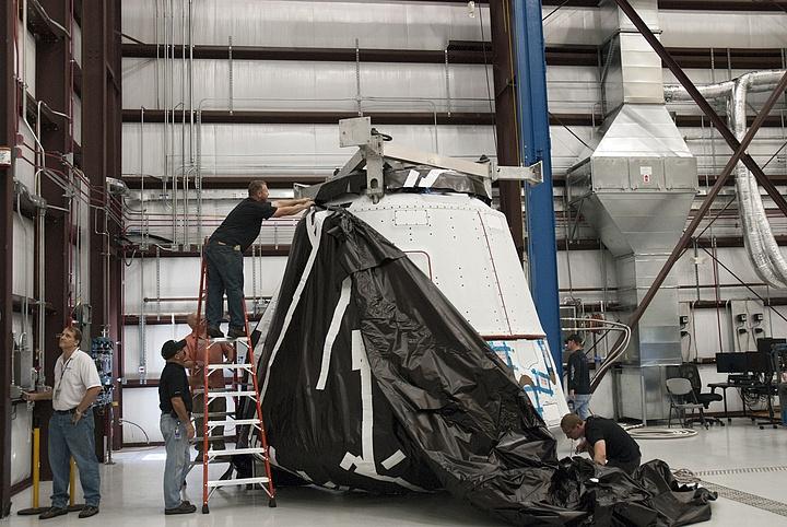 Falcon 9 / Dragon COTS-2: Préparatifs (Lancement le 19.05.2012 ) - Page 2 Sans_366