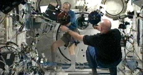 [ISS] Expédition 30: déroulement de la mission - Page 5 Sans_657