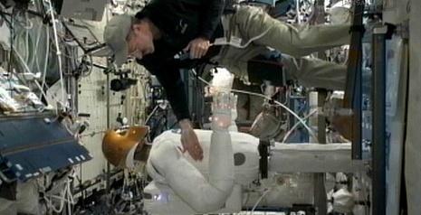 [ISS] Expédition 30: déroulement de la mission - Page 5 Sans_694
