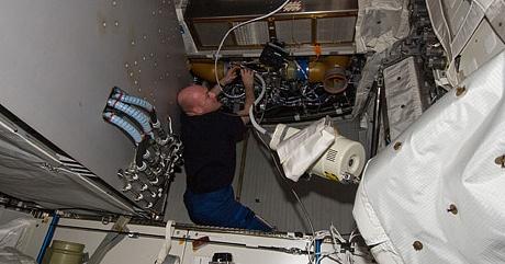 [ISS] Expédition 30: déroulement de la mission - Page 6 Sans_746