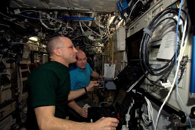 [ISS] Expédition 30: déroulement de la mission - Page 8 Sans_878
