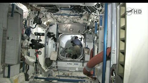[STS-135] Atlantis: Déroulement de la mission.   - Page 2 Sans_t33