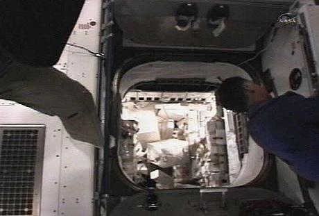 [STS-135] Atlantis: Déroulement de la mission.   - Page 4 Sans_t61