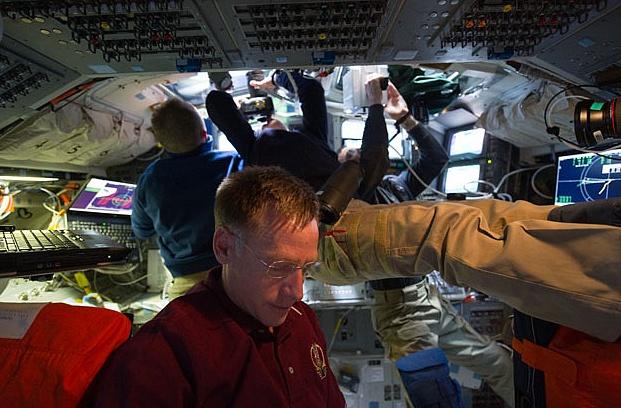 [STS-135] Atlantis: Déroulement de la mission.   - Page 6 Sans_t70