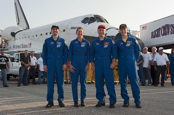 [STS-135] Atlantis: Déroulement de la mission.   - Page 6 Sans_t80