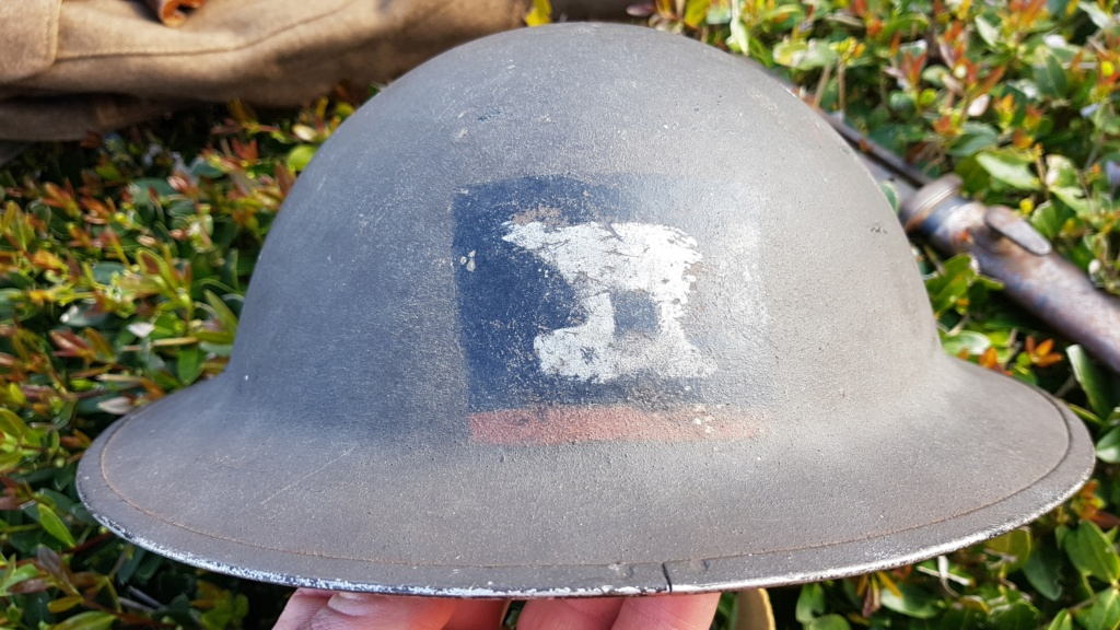 Trouvailles de brocante normande ce matin (casque, Battledress - brigade Piron . 20190526