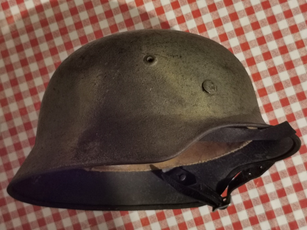 Le petit dernier : casque allemand modèle 35 camo Normandie Img_2024
