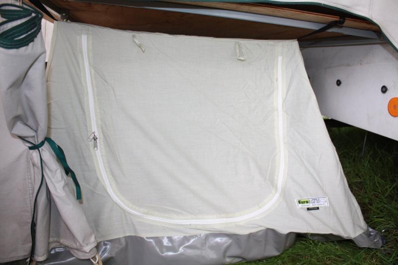 chambre - Chambre sous plateau caravane pliante Img_7720