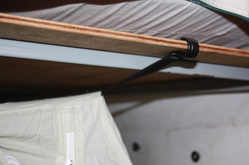 chambre - Chambre sous plateau caravane pliante Img_7722