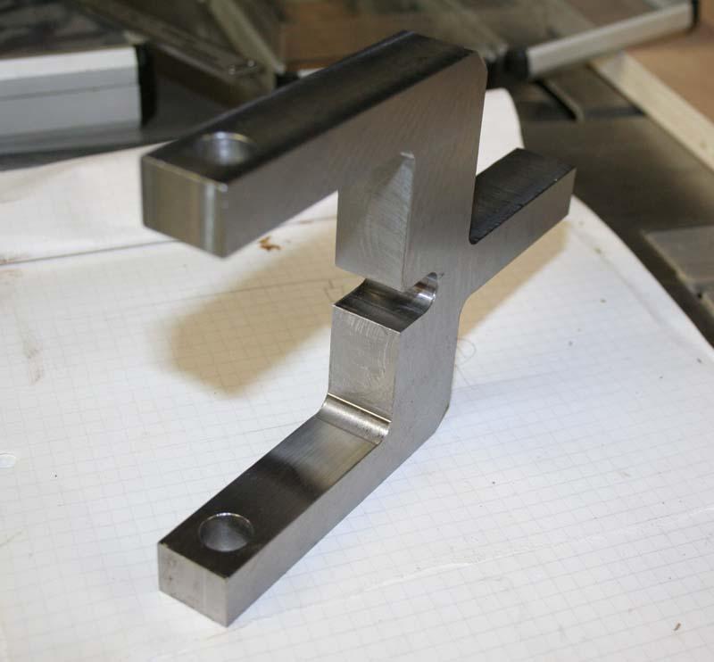 Fabrication d'un appareil à tourner les sphères Etrier11
