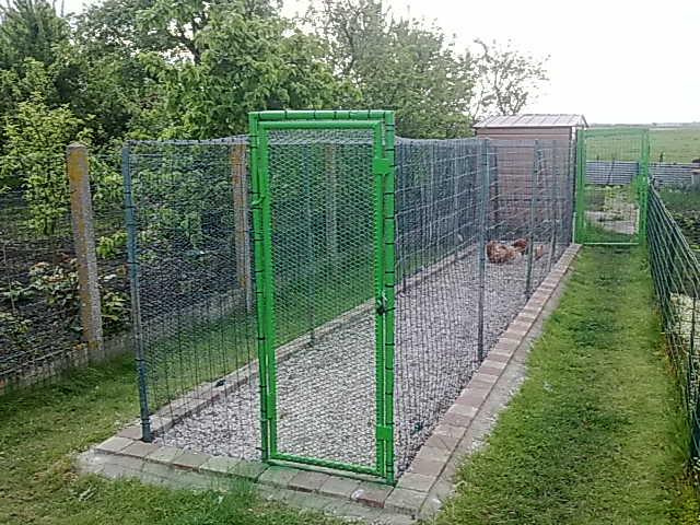 fabrication d un parc  en urgence . 12052011