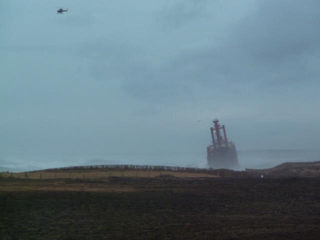 Cargo échoué à ETEL, pollution sur les plages ... Mazout12