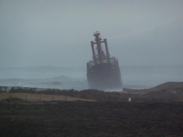 Cargo échoué à ETEL, pollution sur les plages ... Mazout13