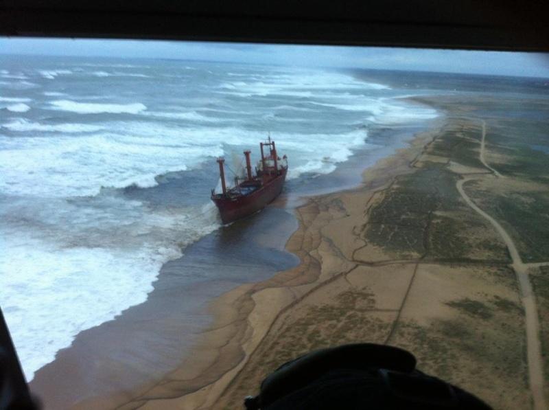 Cargo échoué à ETEL, pollution sur les plages ... Mazout14