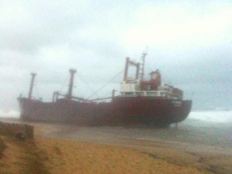 Cargo échoué à ETEL, pollution sur les plages ... Mazout15