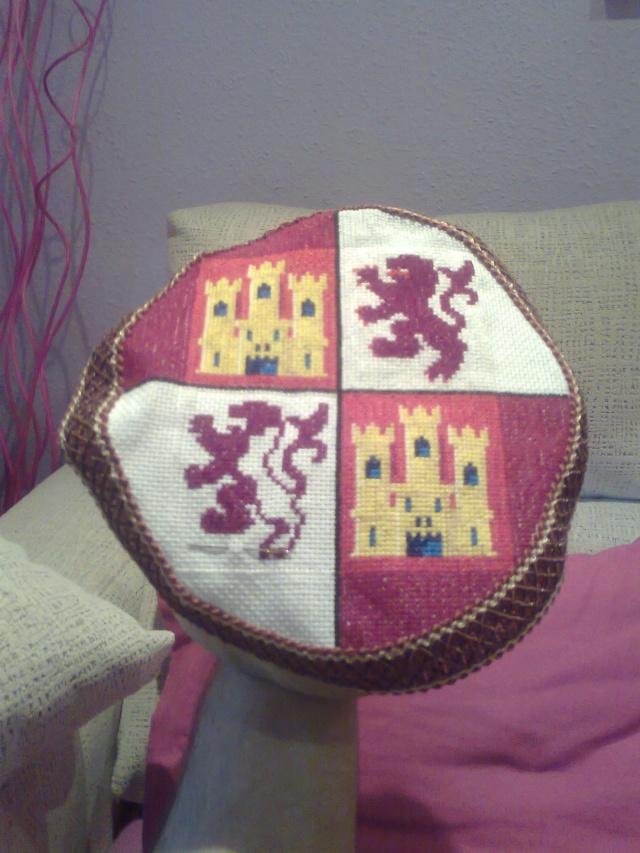 Capiello bordado Heraldica Castellano leonesa Foto0412