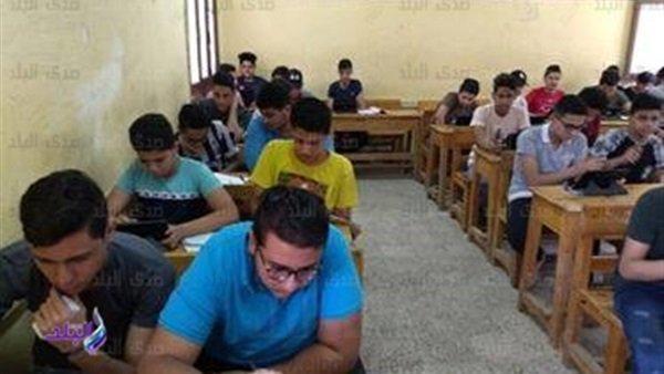 بعض طلاب اولى ثانوى يتداولون امتحان الفزياء على فيس بوك 411