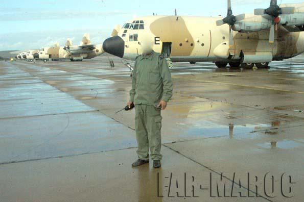 FRA: Photos d'avions de transport - Page 11 Far-he10