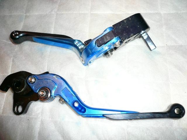 Leviers de frein et d'embrayage P1010412