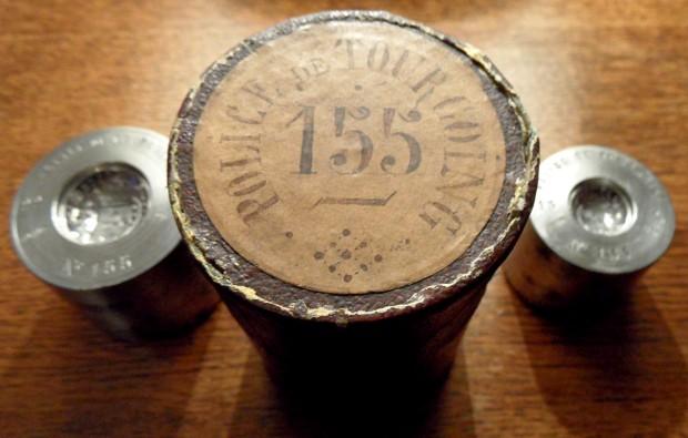 Des matrices de boutons d'uniforme - année 1871. Sam_2310