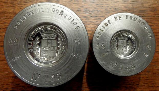 Des matrices de boutons d'uniforme - année 1871. Sam_2312
