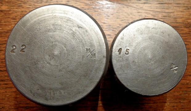 Des matrices de boutons d'uniforme - année 1871. Sam_2313