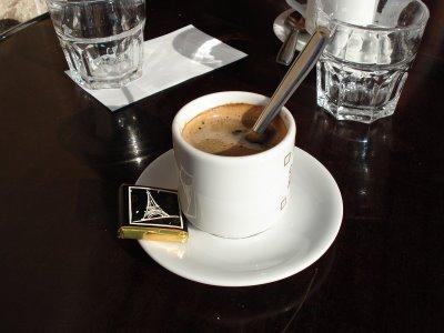 Le bar du joli mois de mai - Page 39 Cafete10