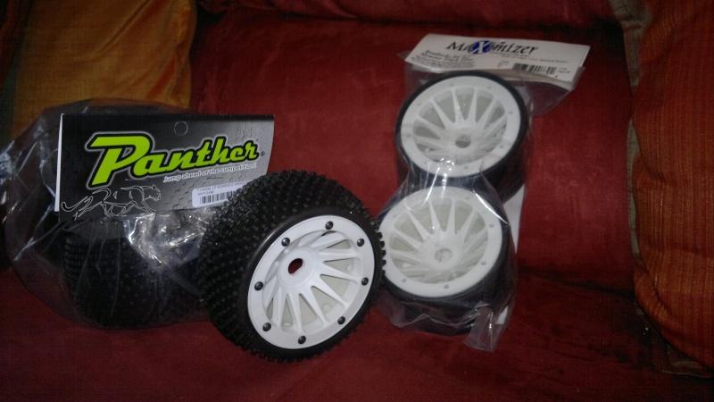 """Des pneus plus large sur leur buggy 1/8 3.2"""" au lieu de 2.2"""" sans colle 20012012"""