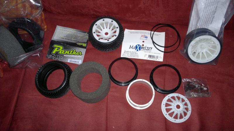 """Des pneus plus large sur leur buggy 1/8 3.2"""" au lieu de 2.2"""" sans colle 20012014"""