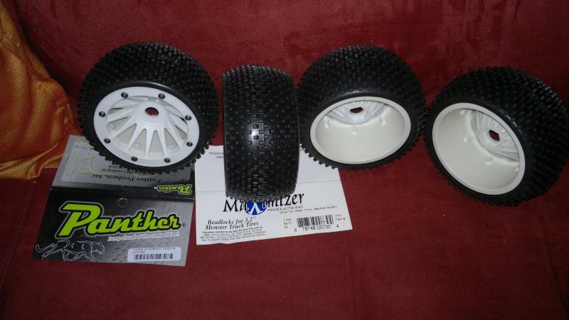 """Des pneus plus large sur leur buggy 1/8 3.2"""" au lieu de 2.2"""" sans colle 20012015"""