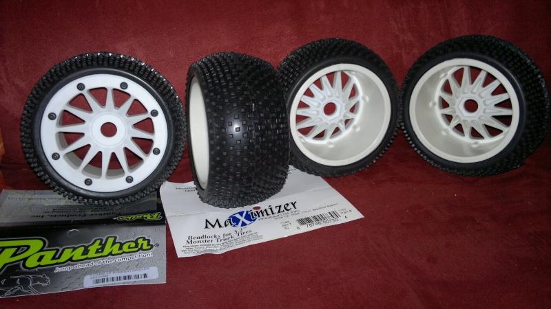 """Des pneus plus large sur leur buggy 1/8 3.2"""" au lieu de 2.2"""" sans colle 20012016"""