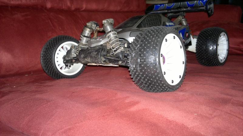 """Des pneus plus large sur leur buggy 1/8 3.2"""" au lieu de 2.2"""" sans colle 20012022"""
