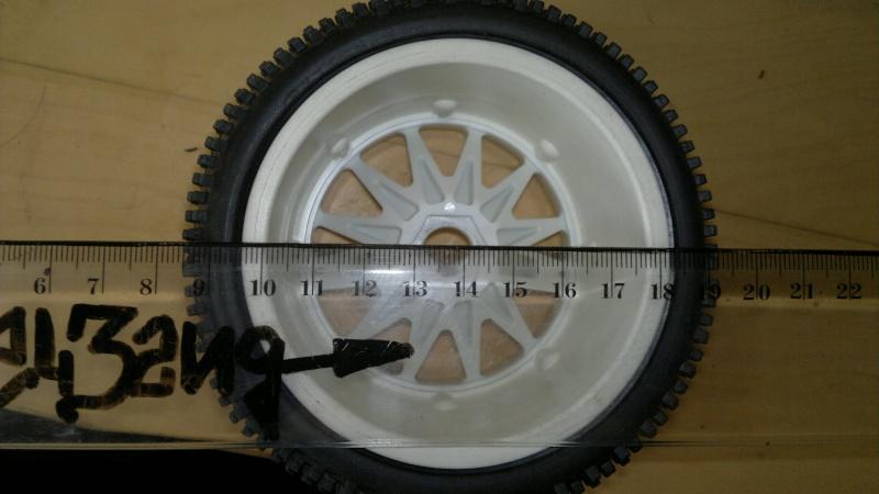 """Des pneus plus large sur leur buggy 1/8 3.2"""" au lieu de 2.2"""" sans colle 20012027"""