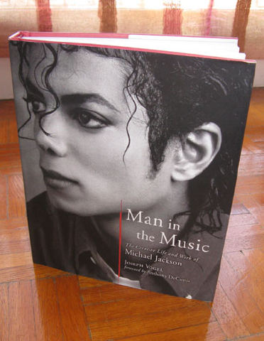 [Livre] Man In The Music : The Creative Life and Work of Michael Jackson Img34810