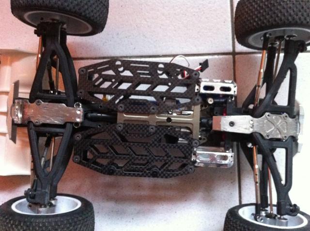 E-revo Cedleonr Photo/video modifs du 7/06 Chassis Carbon - Page 11 Img_1014