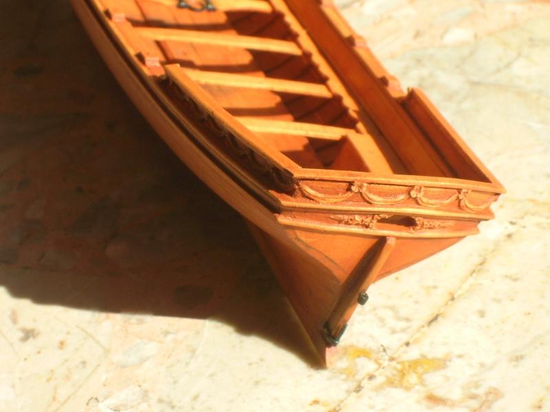 les supports sous la quille qui maintiennent une chaloupe dans les plus grandes Dscn3240
