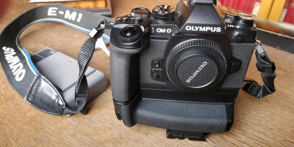 [ A vendre ] : OM-D EM-1  et/ou HLD-7 Img_2010