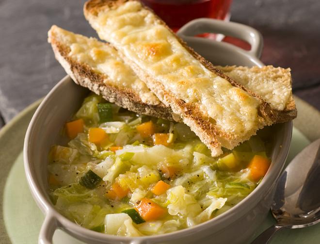 Soupe de chou et légumes au cantal La-sou10