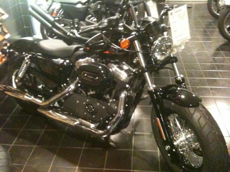 Il Boss c'è cascato!!! Sono arrivati i 25 anni e......un'Harley nuova nuova!  1_110