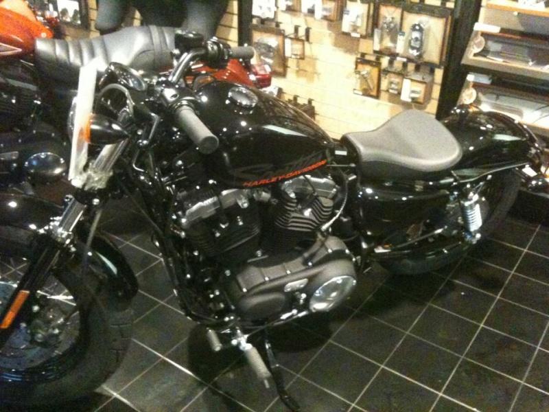 Il Boss c'è cascato!!! Sono arrivati i 25 anni e......un'Harley nuova nuova!  1_210