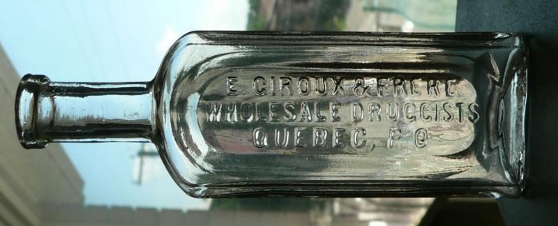 Bouteille de pharmacie 'E. GIROUX & FRERE' de Québec Giroux10