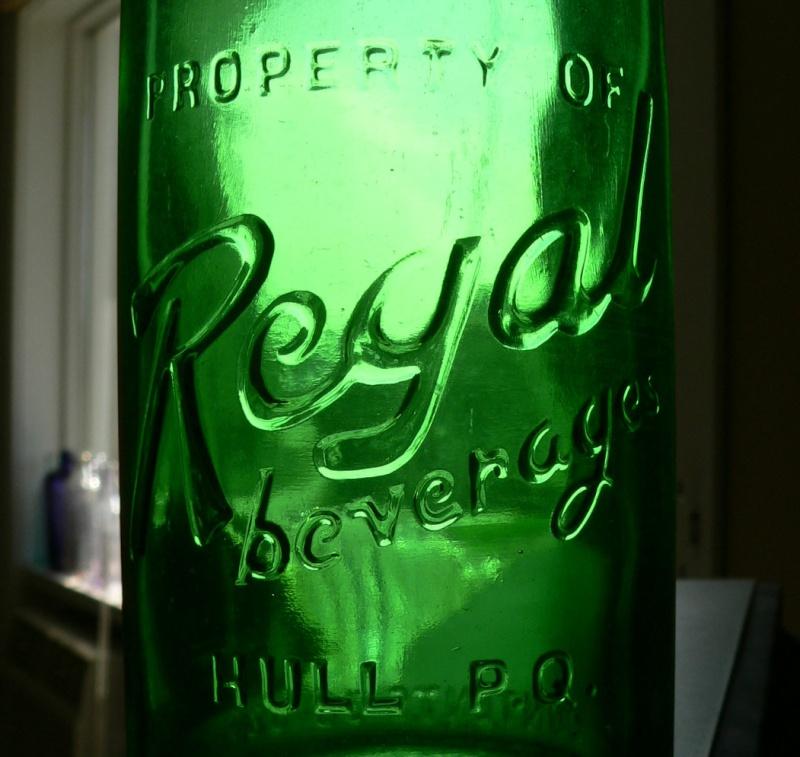 Bouteille de liqueur embossée REGAL de HULL, PQ verte - 30oz Regal-11