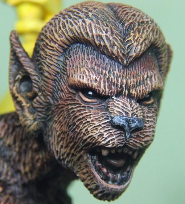 Felina sculpté par Troy McDevitt. Loup110